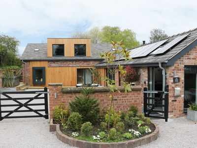 Photo for THE GREEN HOUSE, luxury holiday cottage in Sandiway, Ref 938063