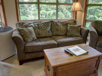 Prime Ski-in Ski-out Location! Top Floor Unit, Pool, Hot tubs, BBQ (427)