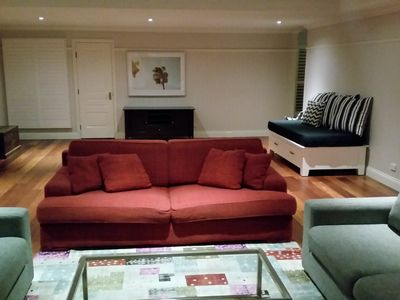 Hampton House Apartment - Entire downstairs - 10mins from airport.