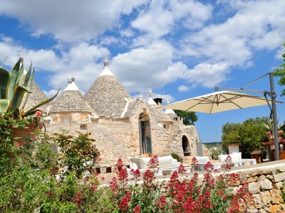 Photo for Trullo Tenuta Bianca, rent trullo with garden, swimming pool and jacuzzi