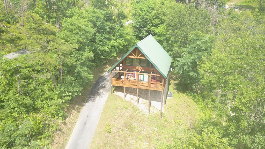 LUXURY LOG CABIN Vacation in Gatlinburg   1 Mile to Downtown, Secluded,  Quiet! - Gatlinburg
