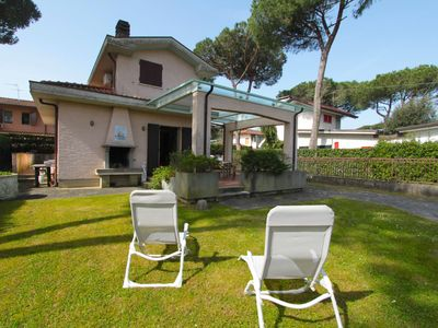 Photo for Wonderful private villa for 7 guests with WIFI, A/C, hot tub, TV, pets allowed and parking