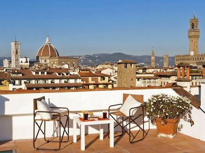 Photo for Spacious Pontevecchio Terrace  Center apartment in Oltrarno with WiFi, integrated air conditioning,…