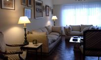 Great location! Close to restaurants, shops and cultural sites. Jacqueline's apartment is the