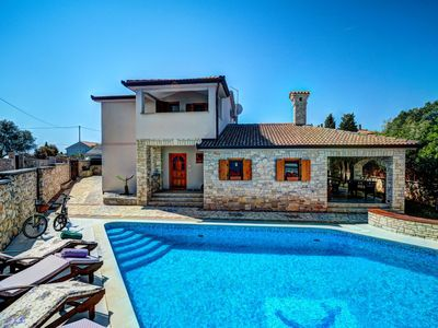 Photo for Private Villa with A/C, WIFI, private pool, TV, balcony, washing machine, pets allowed, parking