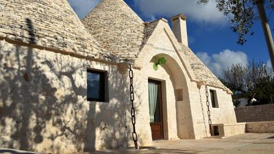 Photo for Swimming pool and relax away from the smog in the trullo Francesca