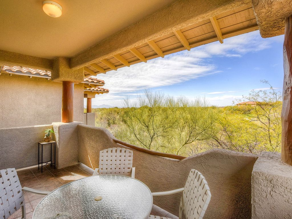 Dog friendly condo with a shared pool hot t vrbo for Mt lemmon cabin rentals pet friendly