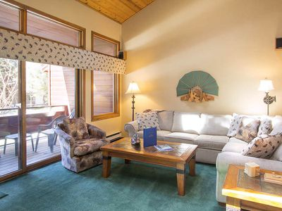 Photo for Adorable mountain condo with shared sauna, pool, hot tub, BBQ (On shuttle route)