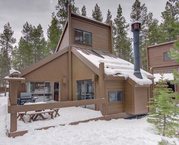 Photo for A cozy cabin located in the heart of Sunriver and just a short walk to SHARC!