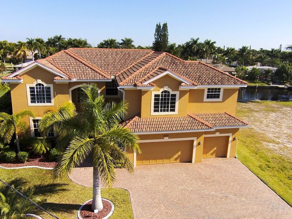 Exclusive villa 5,200 SF,7BR,boat/pool/cent... - HomeAway