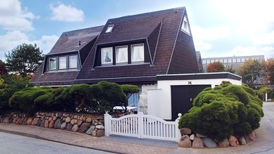 Photo for Spacious, friendly DHH with terrace and garden in the heart of Westerland