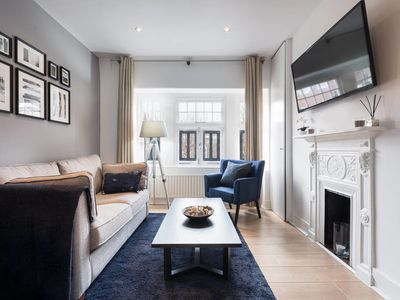 Photo for Stunning 2 bed Sleeps 6, 1 min to Bond St