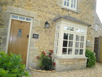 'Spring Cottage' Bourton on the Water - Within a few minutes walk to the Village