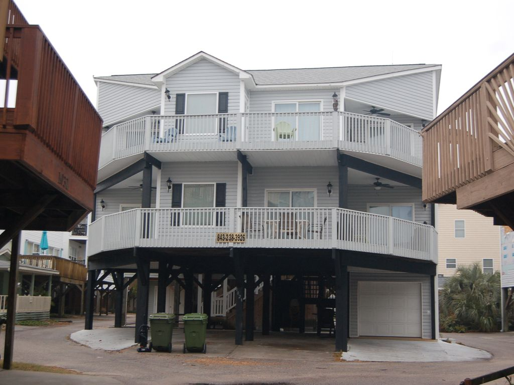 Halloween weekends booking quickly large multi family for Multi family beach house rentals