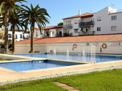Photo for Renovated 2 bedroom apartm. w.pool,close to beach,shops and restaurants. Wi-Fi
