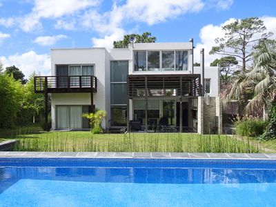 Photo for Mordern villa in the center of Punta del Este