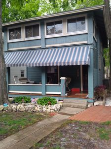 Classic Lakeside Cottage, Prime Location-Across from Hoover Auditorium -  Lakeside