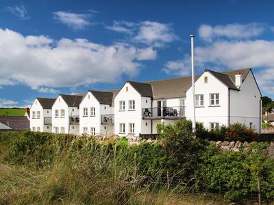 Photo for Fennel Cottage is fabulous… designed to make the most of the amazing sea views. This beachfront pr