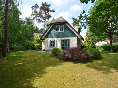 Photo for Detached cottage with a thatched roof, large garden, Sallandse Heuvelrug