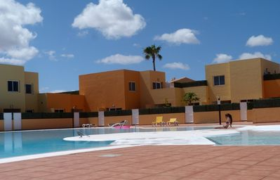 Photo for Cosy apartment in well maintained complex with pool, only 40 meters to the beach