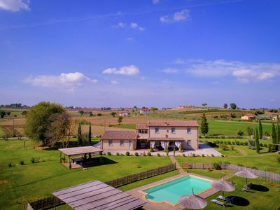 Photo for Typical Tuscan farmhouse with private swimming pool, 900m away from a small bar