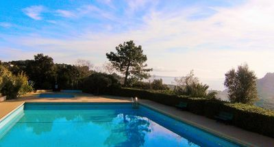 Photo for Quiet residence with communal pool, 700m from the beach of Pramousquier; for 4 beds.