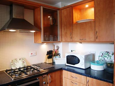 Photo for Stylish Glasgow Green 2 bedroom city centre apartment with free parking