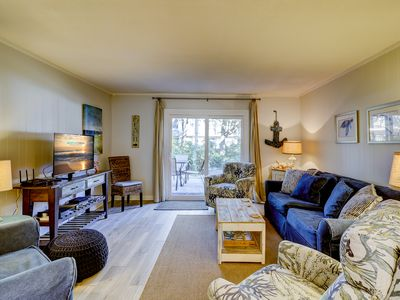 2 Ocean Club - Oceanfront complex and just steps to the beach!