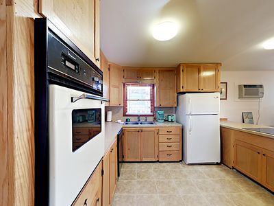 Kitchen - Fully Equipped Kitchen with all your cooking amenities.