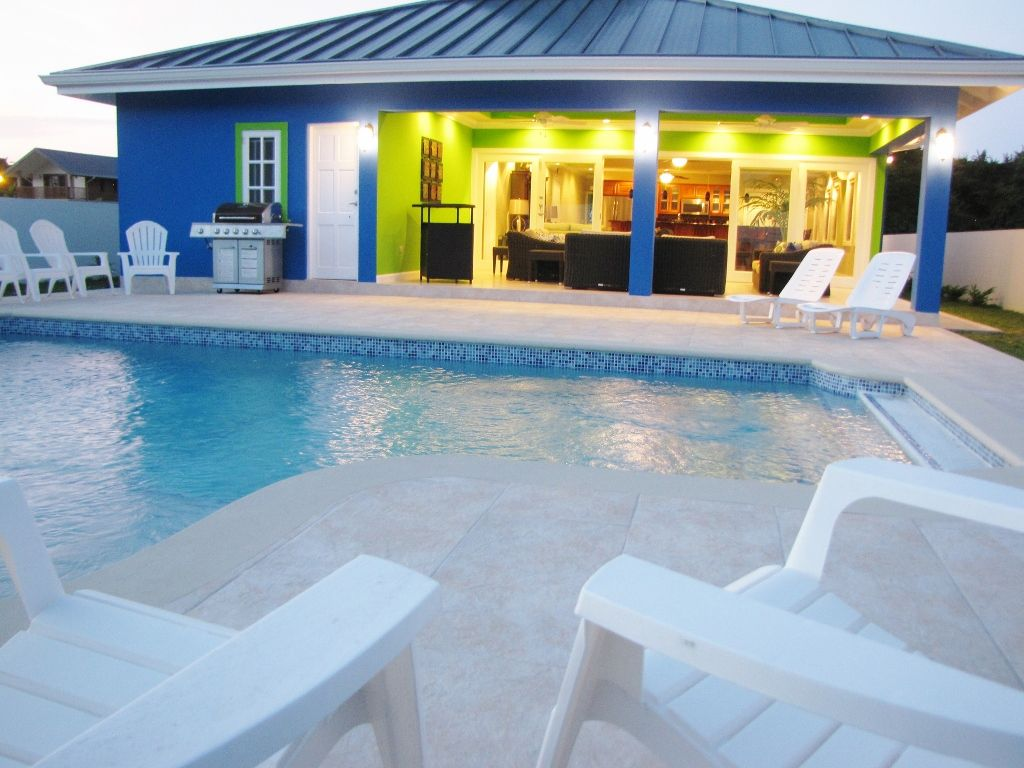 blue marlin spacious 4br villa with pool in secure gated. Black Bedroom Furniture Sets. Home Design Ideas