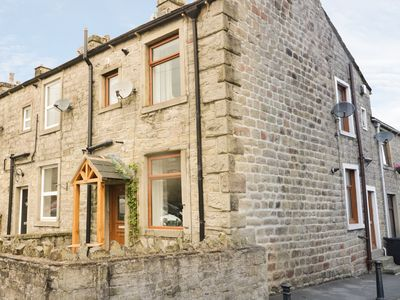 Photo for 15 CHAPEL STREET, with a garden in Barnoldswick, Ref 961432