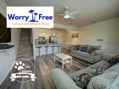 Pet-Friendly Townhouse w/heated pool, free Wifi and close to the Beach!