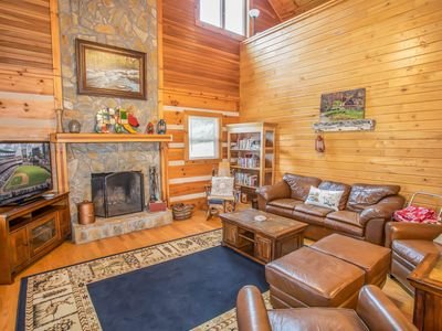 Rustic 3BR Mtn Cabin in Boone, Views, Hot Tub, Spacious Deck, King Suite, Pool Table