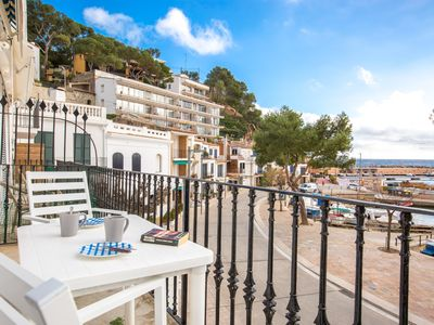Photo for 3 bedroom Apartment, sleeps 5 with WiFi and Walk to Shops