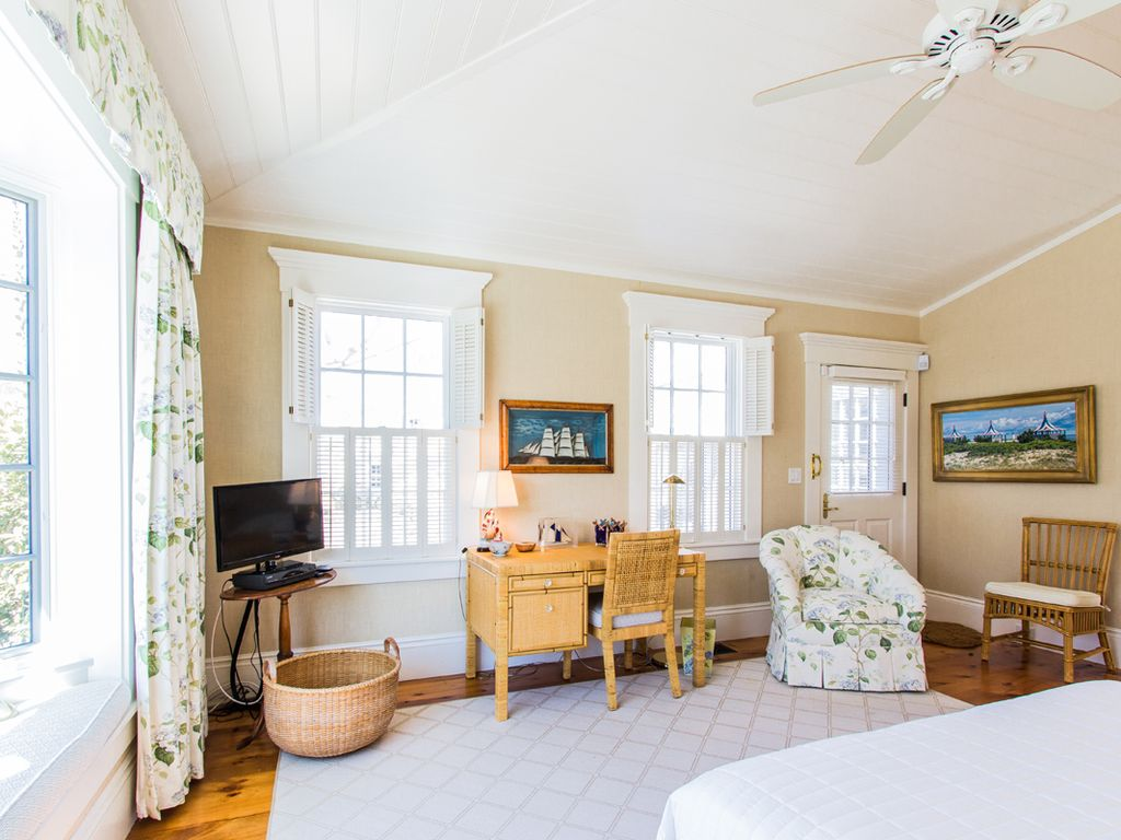 CLASSIC, IN-TOWN EDGARTOWN, ENGLISH-COUNTRY CHIC LUXURY HOME WITH ...
