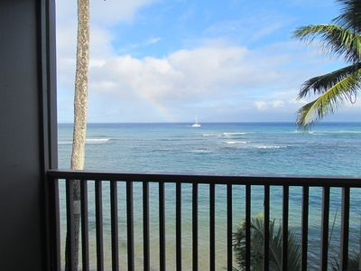 Beautiful colors. Lovely ocean right as you walk out the sliding glass door.