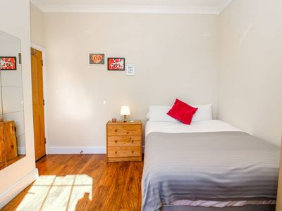 Photo for Private en-suite at Liverpool street, Brick Ln