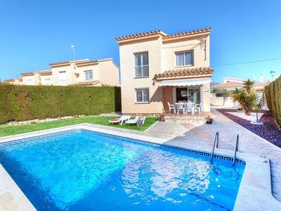 Photo for Wonderful private villa for 8 guests with A/C, private pool, WIFI, TV and parking