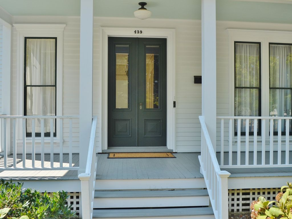 1879 Beautiful Victorian home in the... - HomeAway Greenport
