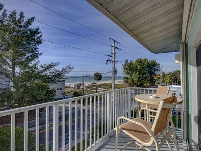 Beautiful 3 bed/2 bath Condo with an amazing view of the Gulf of Mexico with a pool
