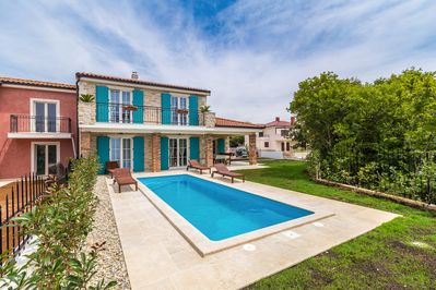 Beautiful luxurious holiday home - private pool, balcony with sea view, garden area - 1