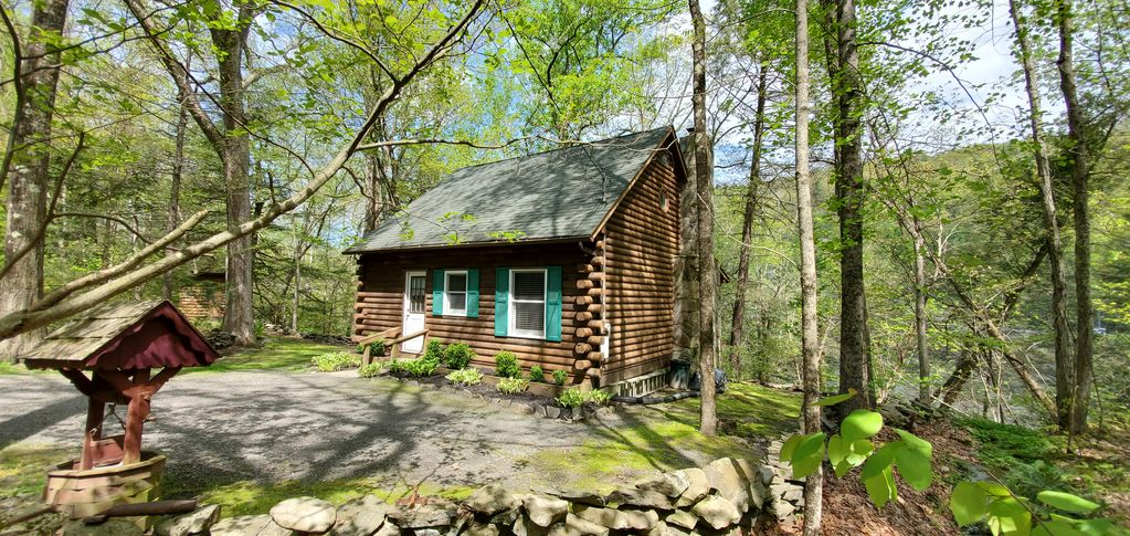 Peaceful And Private Delaware Riverfront Log Cabin Milford