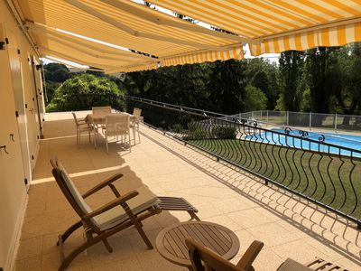 Photo for Villa with swimming pool, large park and closed garage