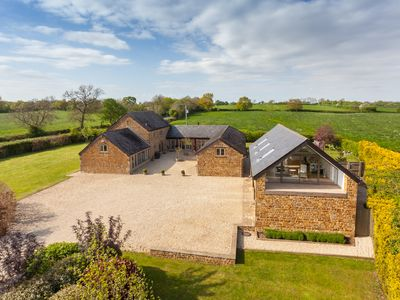 Photo for Stunning 5 bed Barn on the edge of idyllic village, walking distance to pub