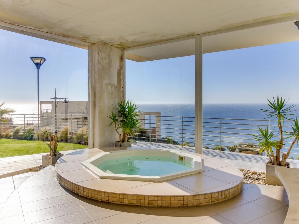 Modern ocean view condo with a balcony a shared pool for Balcony hot tub
