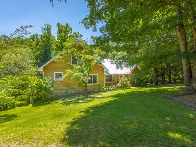 Photo for Spacious Cabin convieniently located on Lookout Mtn close to Rock City, Ru
