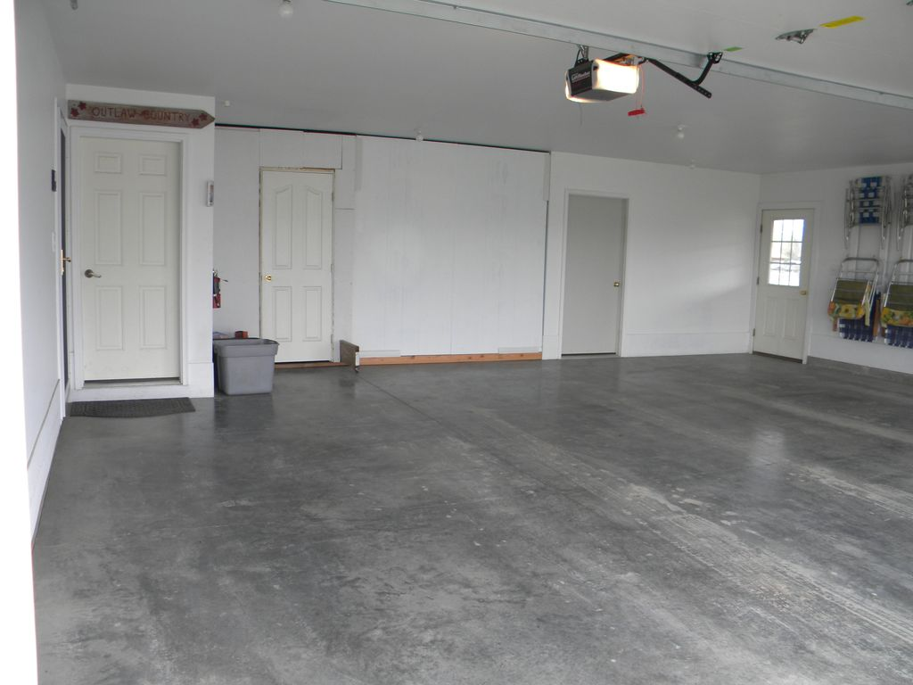 Outlaw hideout 1 500 sq ft central air conditioning plus 3 for 500 sq ft garage