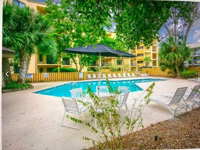 Photo for Beautiful Condo Walk to the Beach and Coligny!