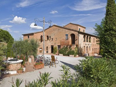Photo for Beautiful resort surrounded by vineyards, two-room apartment