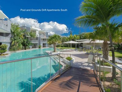 Photo for A Deluxe Swim Up - Drift Apartments South
